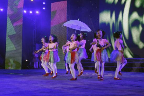 少儿歌舞《踏歌春雨》