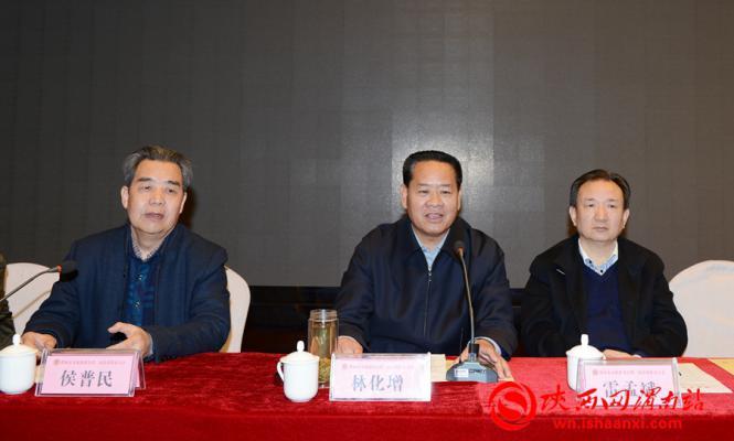 渭南市委原常委、军分区原政委、上届文促会会长林化增致辞对新当选的市文促会新一届领导班子表示祝贺。记者 许艾学 摄